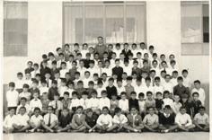 D. Manuel Durán con la clase de los pequeños. 1965
